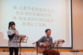 學生和老師表演