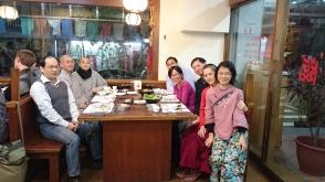 學生和老師聚餐