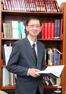 鄧偉仁老師